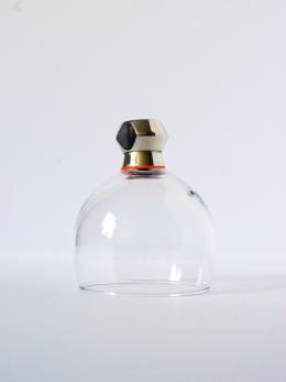 CLOCHE Céramique, acrylique vinylique fluorescente, paillettes doré. (Ø 8 x h 10 cm).