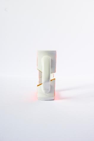 SKIN CUP Céramique, acrylique vinylique fluorescente, paillettes doré. (L 3,5 x l 11,5 x h 9,5 cm).
